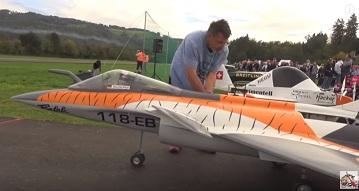 """105390a25 Vychutnajte si let krásne vypracovaného dvoj-turbínového modelu Rafale,  ktorý """"bol k videniu"""" na Air-show Švajčiarska."""